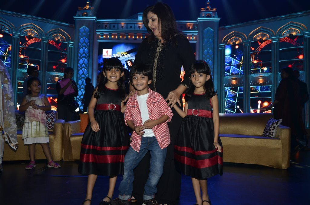 Farah Khan And Kids (6)