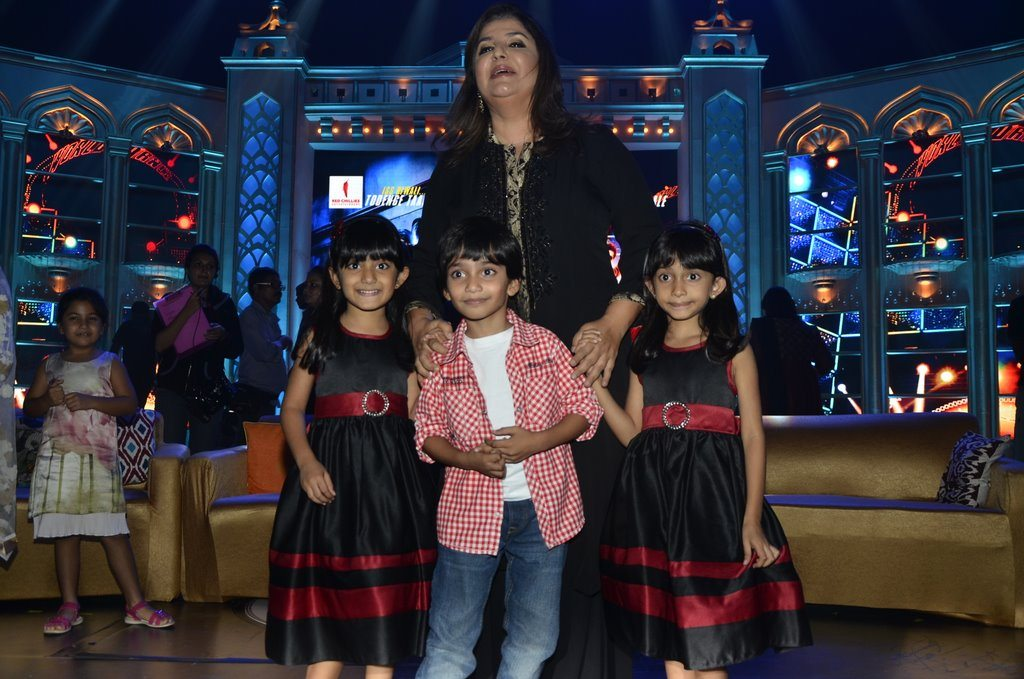 Farah Khan And Kids (7)