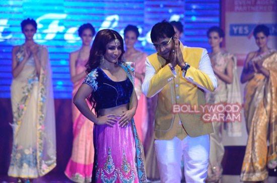 Globoil Awards Raveena and Soha-10