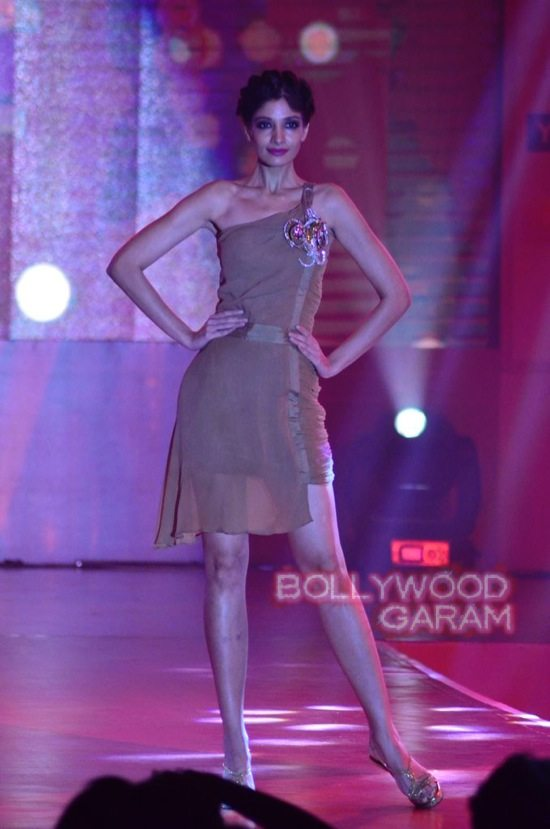Globoil Awards Raveena and Soha-4