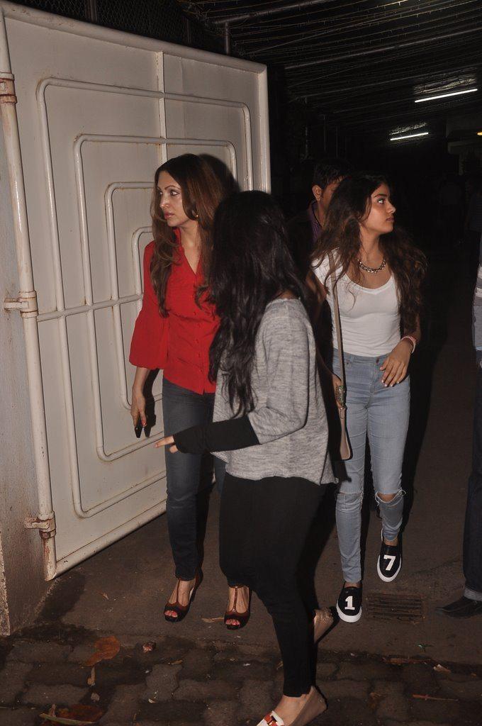 Jahnavi Kapoor Snapped (5)