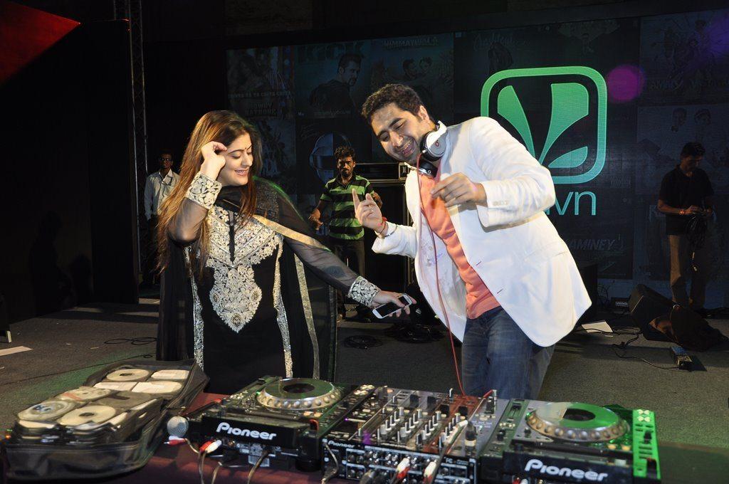 Ranbir DJ Khushi (7)