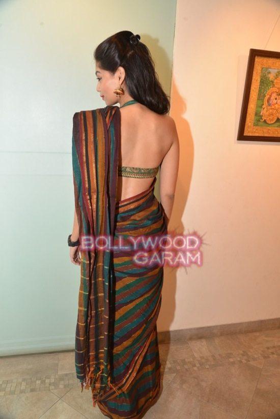Rani Mukerji at art exhibition launch-3