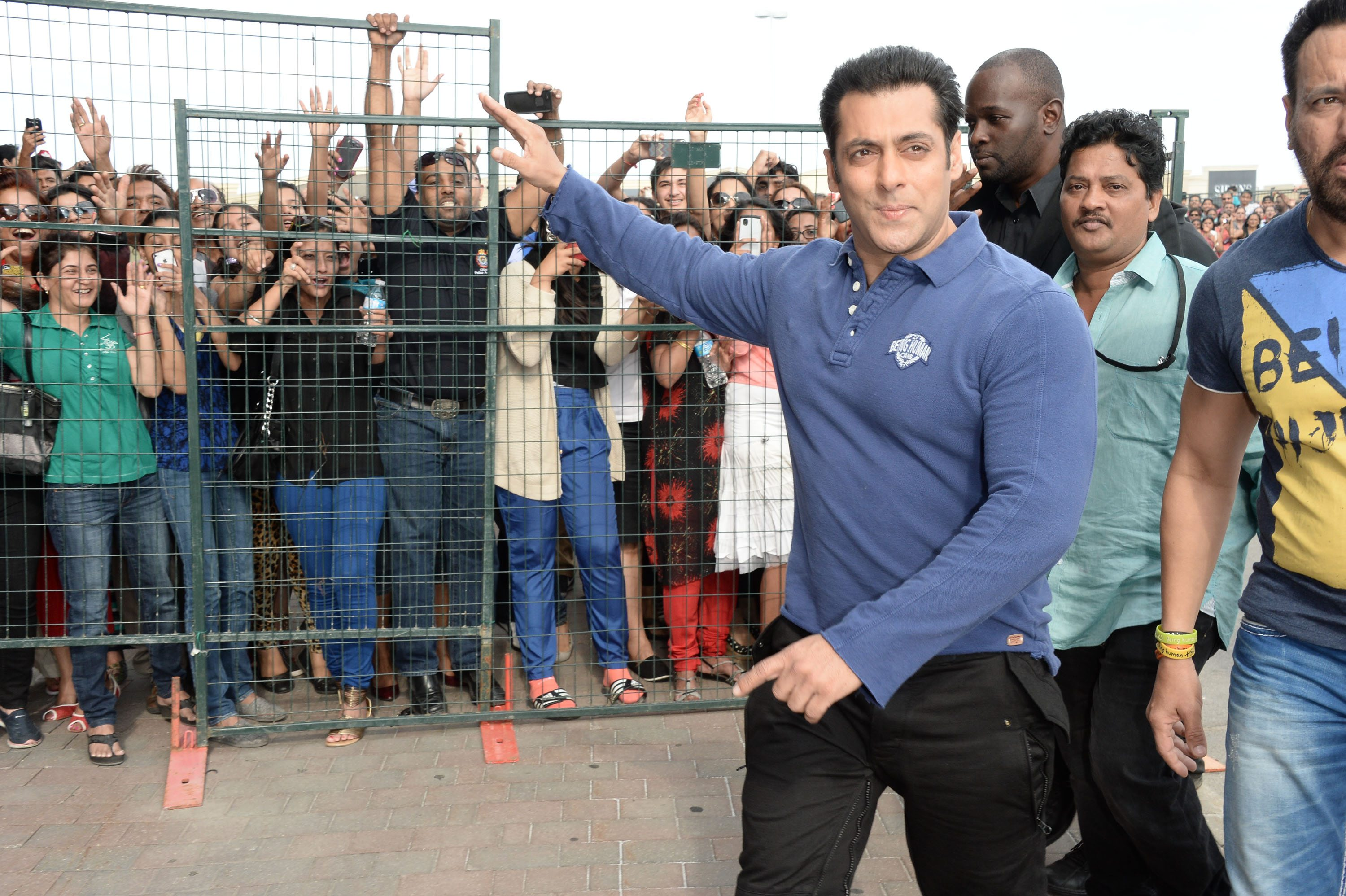 Salman Khan at Dr Cabbie  (7)