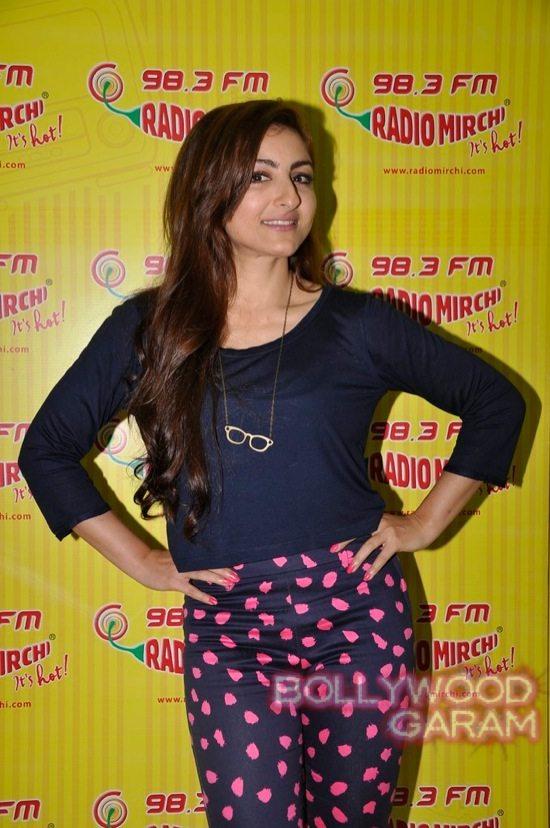 Soha Ali Khan Radio Mirchi-6