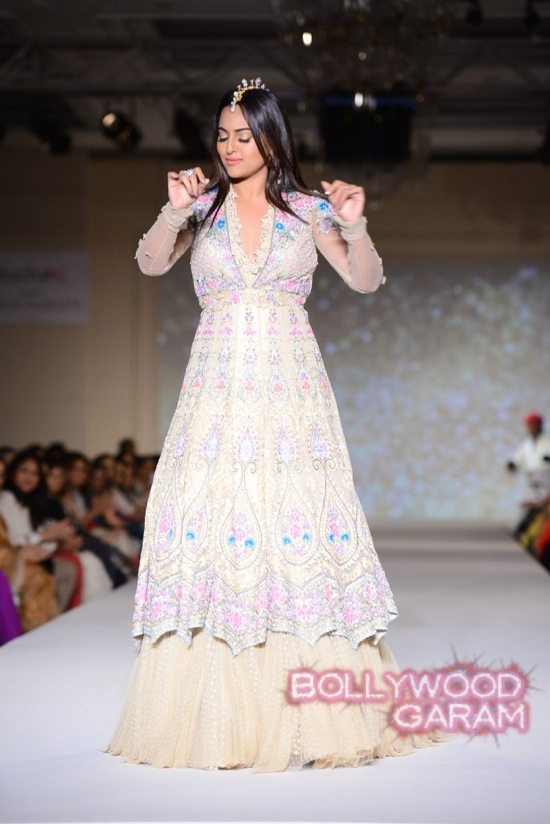 Sonakshi Sinha Tarun Tahiliani-1