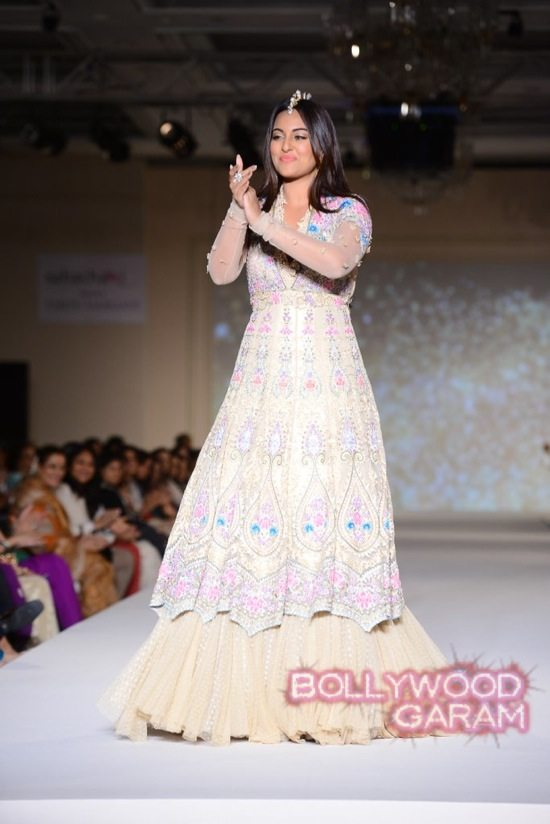 Sonakshi Sinha turns showstopper