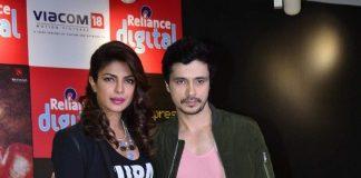 Priyanka Chopra and Darshan Kumar promote 'Mary Kom' at Reliance outlet – Photos