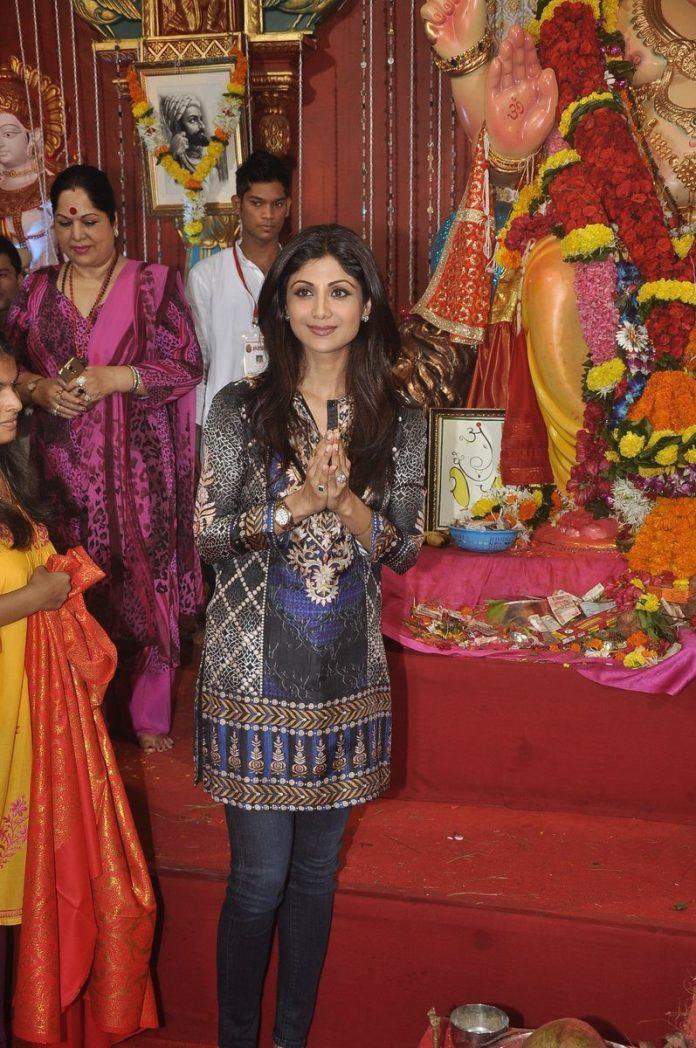 shilpa shetty ganpati (1)