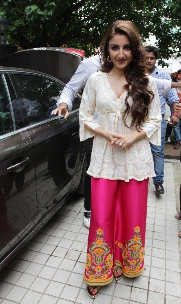 soha promotes at kolkata (10)