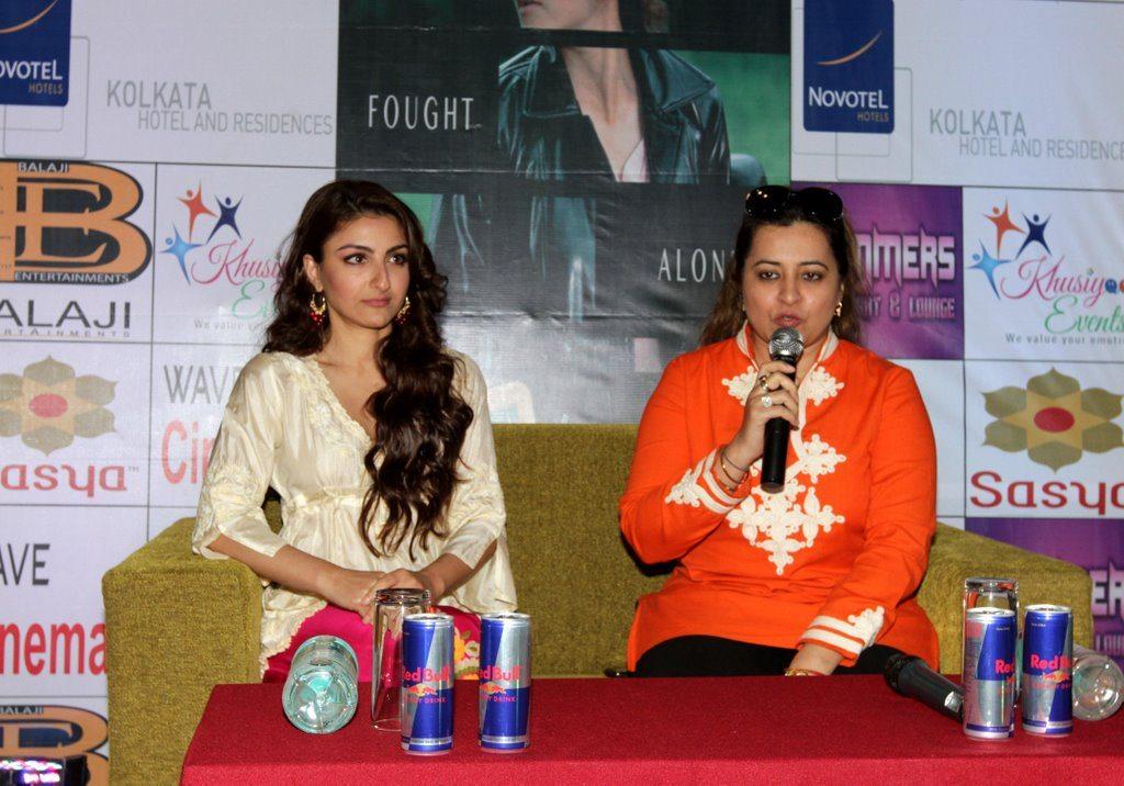 soha promotes at kolkata (2)
