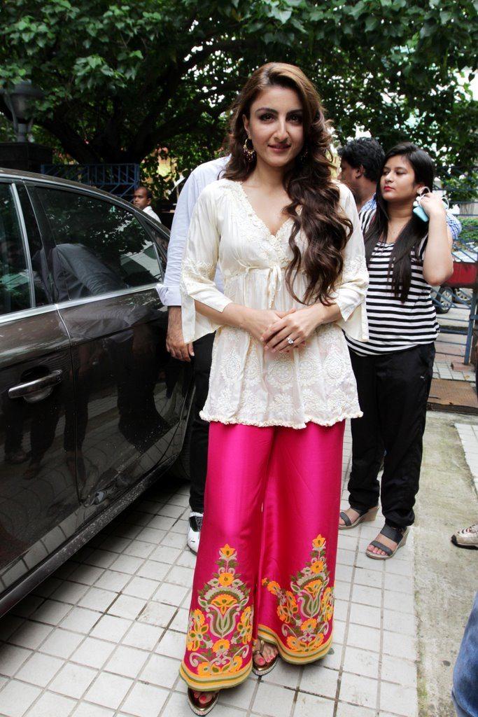 soha promotes at kolkata (9)