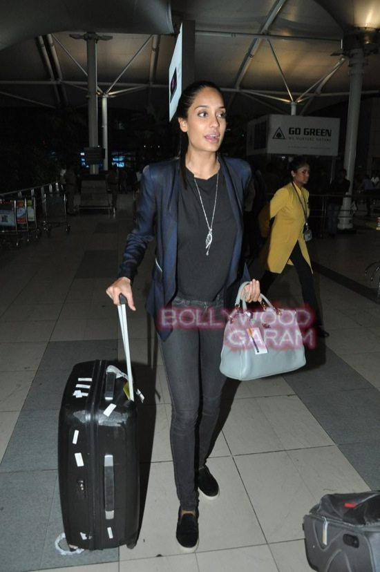 Anu kapoor_lisa haydon and Amitabh bachchan_mumbai airport-5