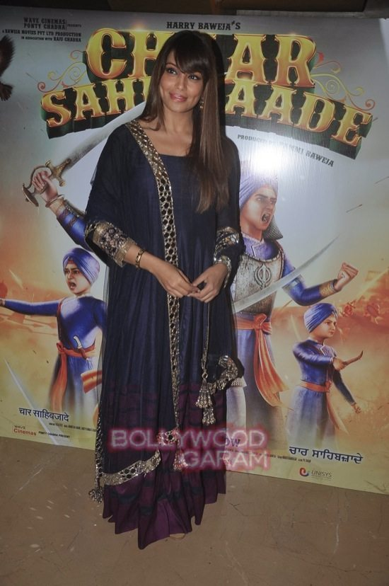 Bipasha and Harman_Chaar Sahibzaade-7