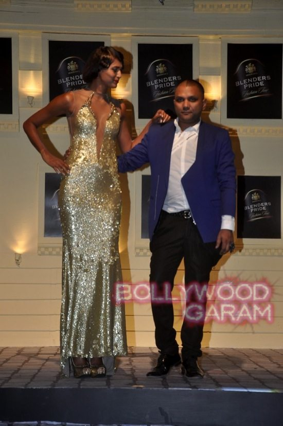 Boman Irani and Chetan Bhagat Blenders Pride Fashion-1