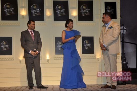 Boman Irani and Chetan Bhagat Blenders Pride Fashion-10