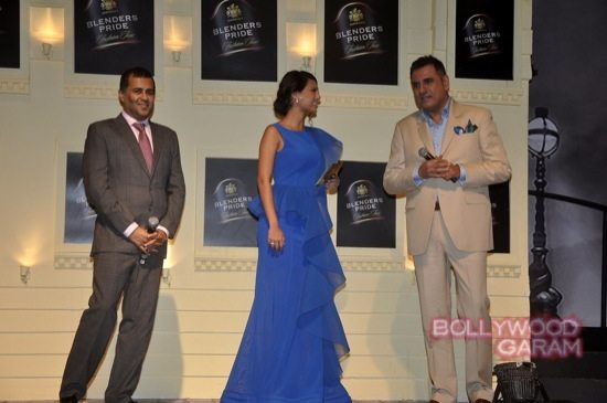 Boman Irani and Chetan Bhagat Blenders Pride Fashion-11