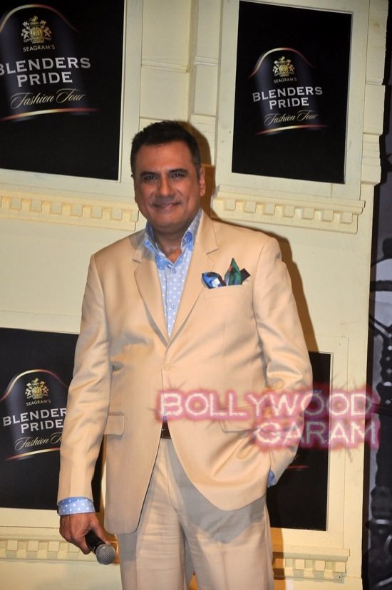 Boman Irani and Chetan Bhagat Blenders Pride Fashion-2