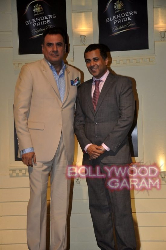 Boman Irani and Chetan Bhagat Blenders Pride Fashion-3