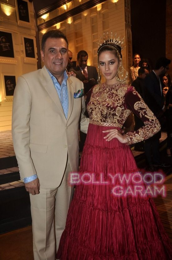 Boman Irani and Chetan Bhagat Blenders Pride Fashion-5