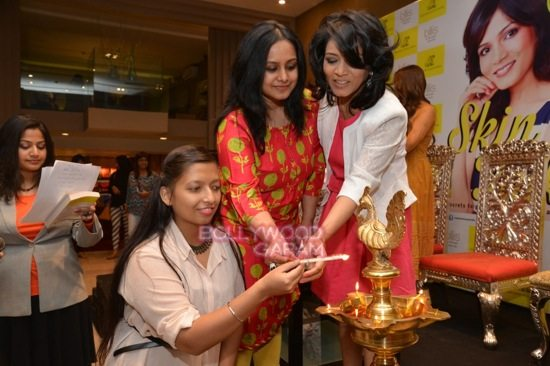 DR Jayshree_SKin talks_book launch_Delhi-10