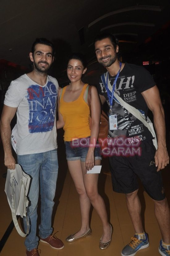Deepika padukone_varun dhawan_film festival mumbai-1