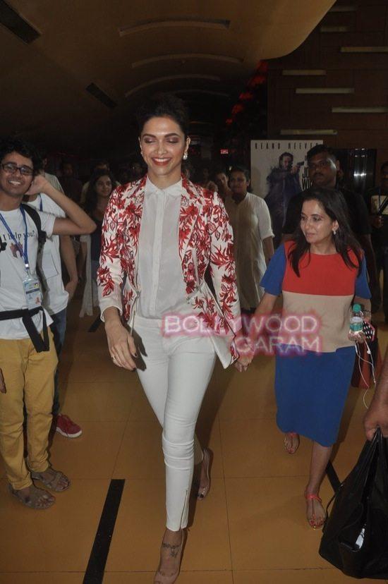 Deepika padukone_varun dhawan_film festival mumbai-4