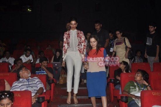 Deepika padukone_varun dhawan_film festival mumbai-5