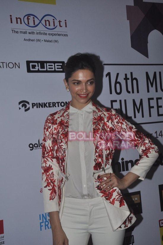 Deepika padukone_varun dhawan_film festival mumbai-8