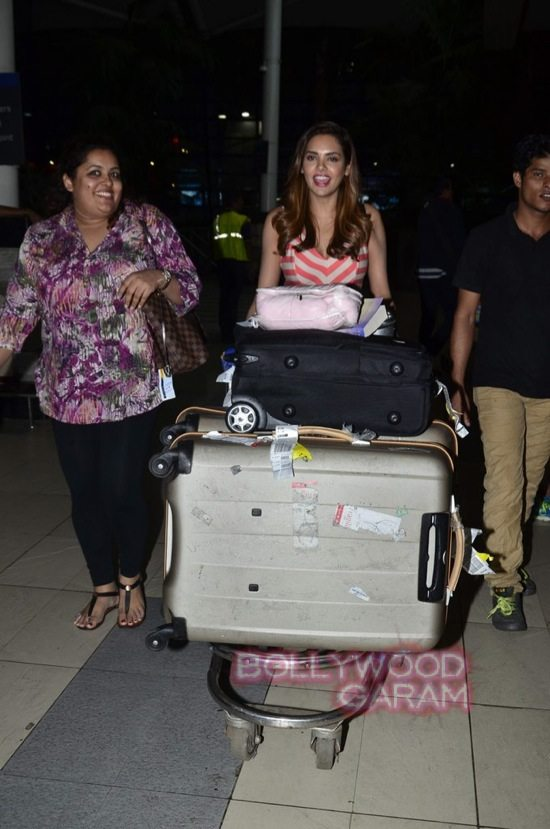 Esha Gupta at Mumbai airport-0