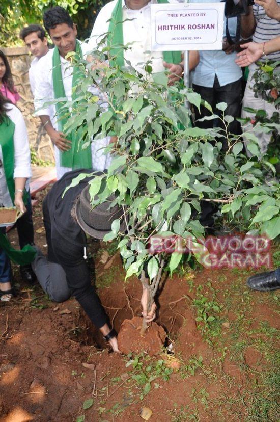 Hrithik Roshan Whistling woods clean india-4