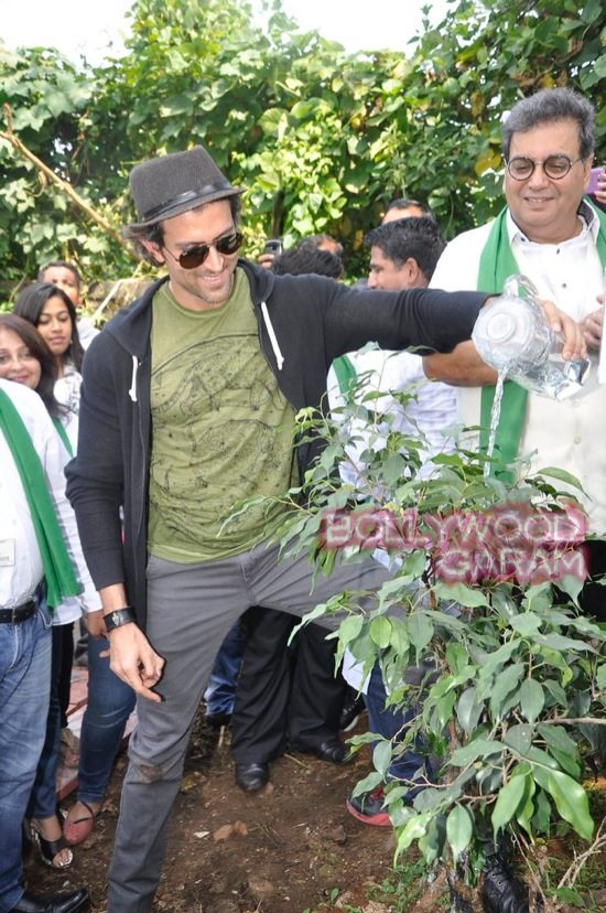 Hrithik Roshan Whistling woods clean india-5