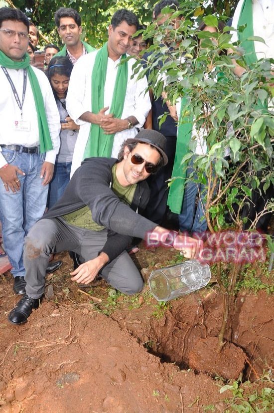 Hrithik Roshan Whistling woods clean india-7