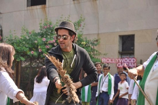 Hrithik Roshan Whistling woods clean india-8