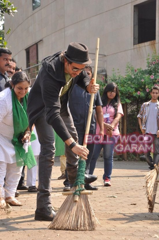 Hrithik Roshan Whistling woods clean india-9