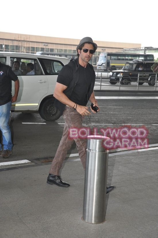 Hrithik Roshan at Mumbai Airport-2