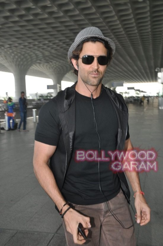 Hrithik Roshan at Mumbai Airport-6