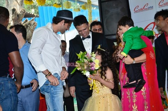 Hrithik_Anil Kapoor_Esha gupta_criticare hospital launch-1