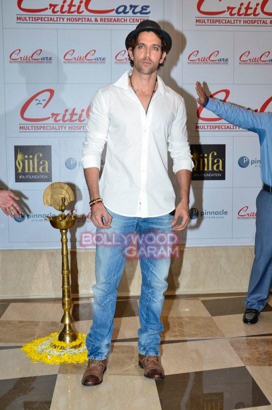 Hrithik_Anil Kapoor_Esha gupta_criticare hospital launch-9