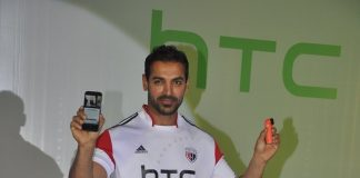 John Abraham unveils new HTC mobiles in Mumbai – Photos