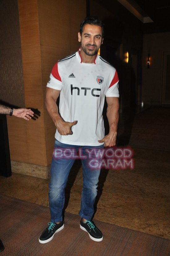 John Abraham_HTC Desire Eye launch-0