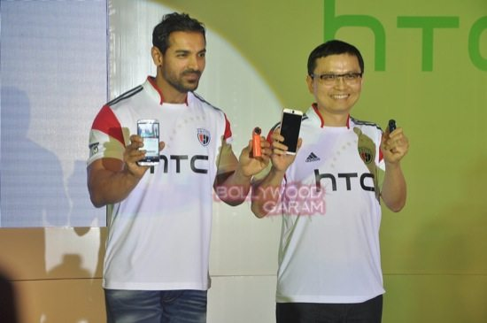 John Abraham_HTC Desire Eye launch-4