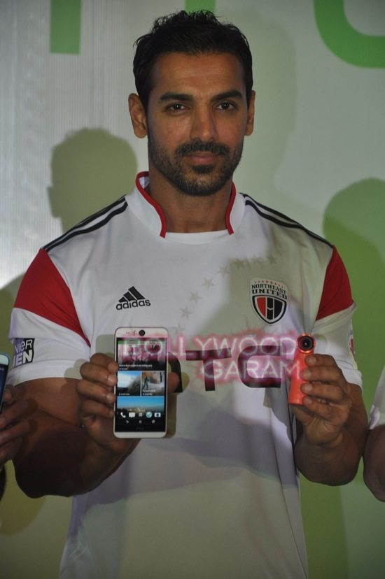 John Abraham_HTC Desire Eye launch-7