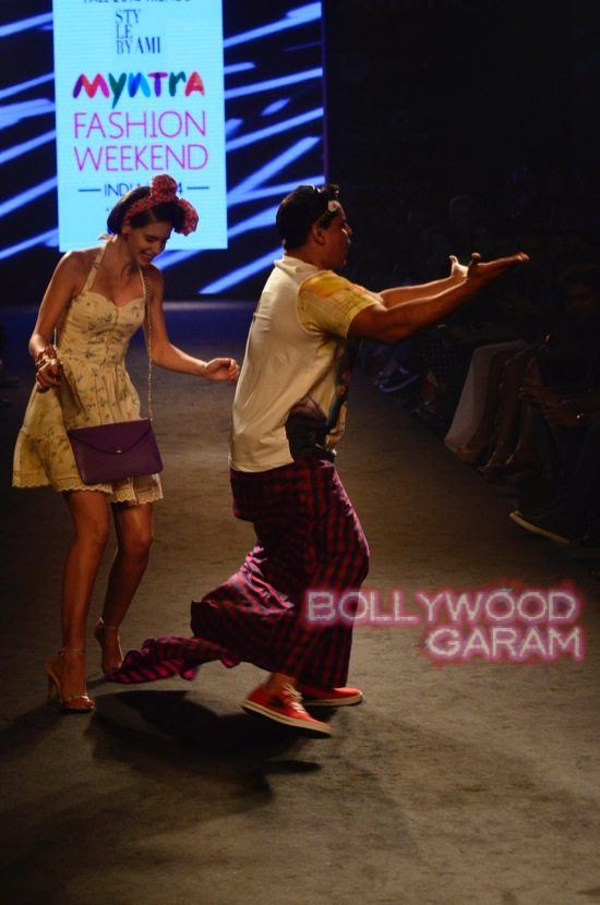Kalki and Cyrus Broacha walk the ramp -16