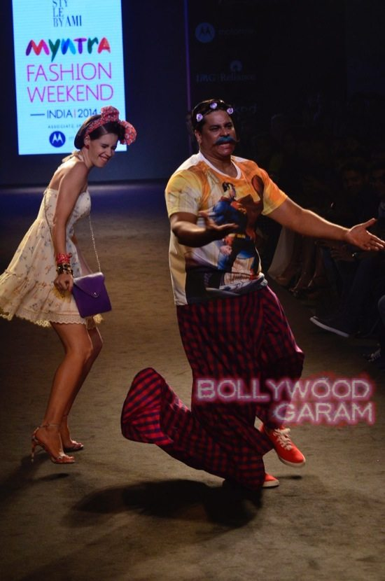 Kalki and Cyrus Broacha walk the ramp -17