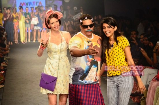 Kalki and Cyrus Broacha walk the ramp -23
