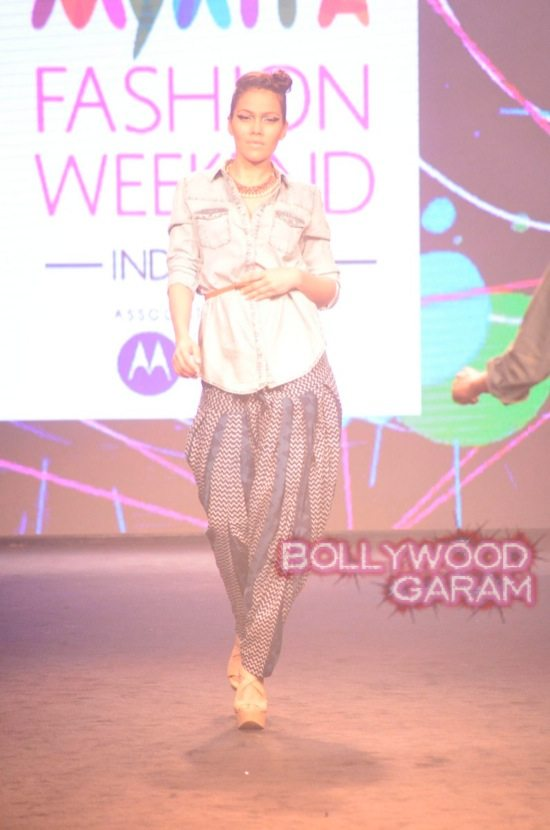 Kalki and Cyrus Broacha walk the ramp -3