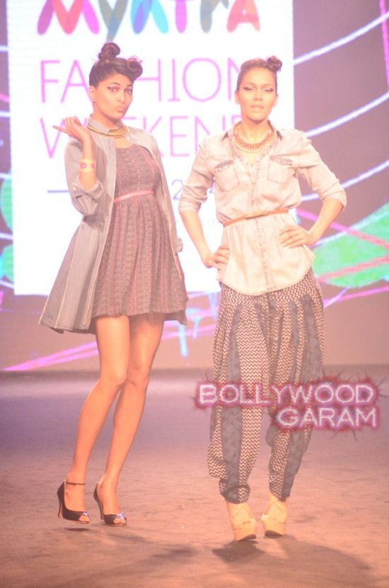 Kalki and Cyrus Broacha walk the ramp -4