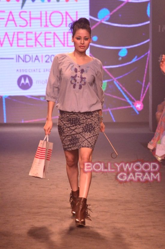 Kalki and Cyrus Broacha walk the ramp -5