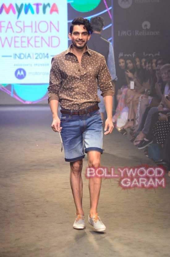 Kalki and Cyrus Broacha walk the ramp -8